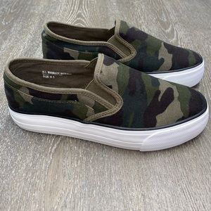 Restricted Camo Sneakers Slip On Size 8.5M